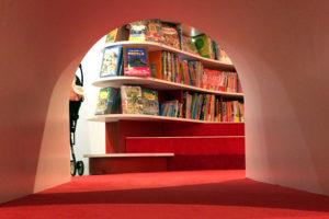 明文堂書店のトンネル