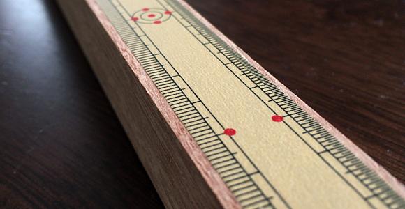 マスキングテープ竹定規を木に貼る