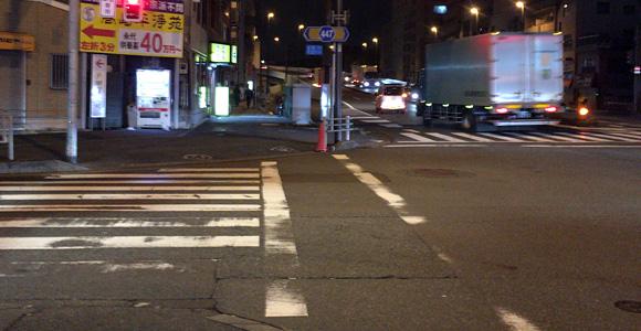 横断歩道を渡ったら右方向へ進路を変更