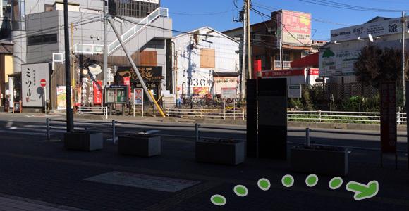 戸田駅東口を右へ
