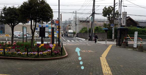戸田公園駅東口の道を直進。