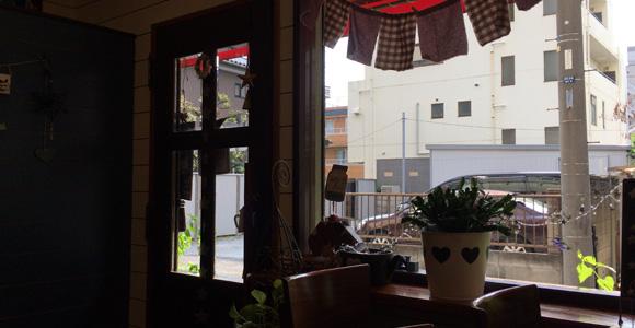 入口と窓、外の様子
