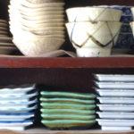 奇麗に並んだ陶器