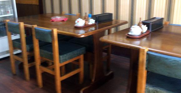 4人テーブルは2つ