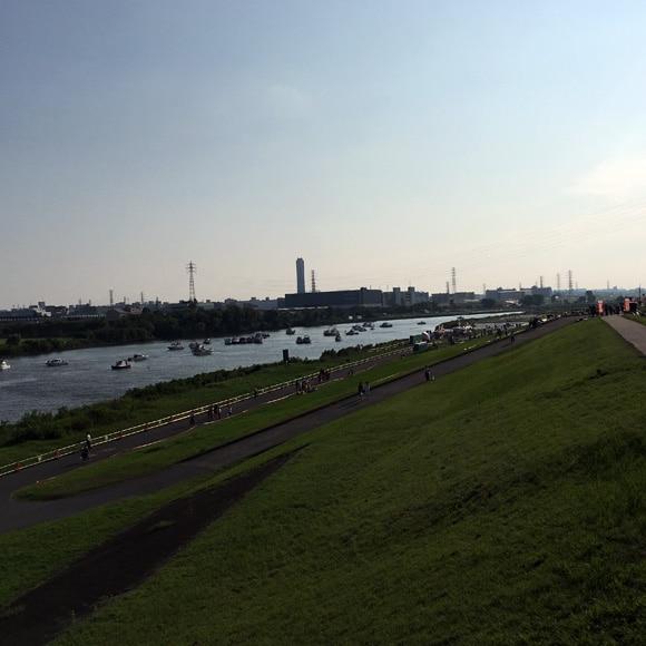 戸田橋から見た有料席エリア