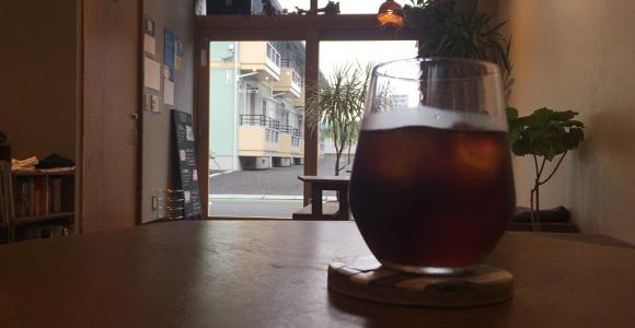 アイスコーヒーと入口