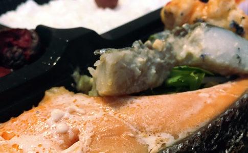 鶏天ぷらの自家製チリソースとサワラの西京焼き
