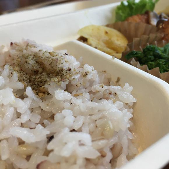 ご飯は玄米または雑穀米