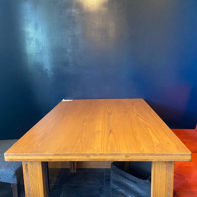 テーブル席A