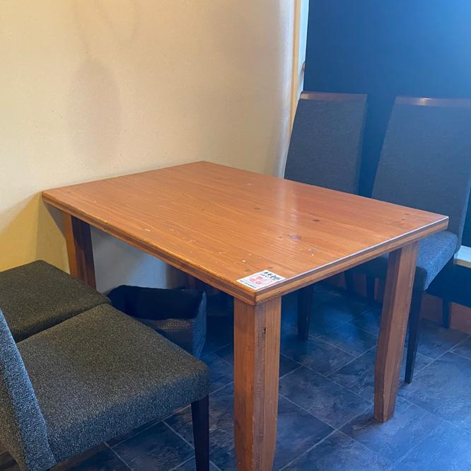 テーブル席C