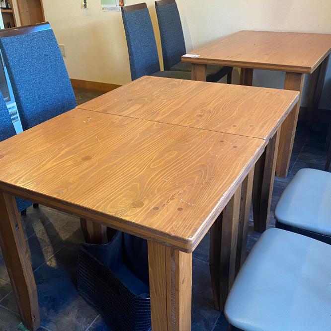 テーブル席B
