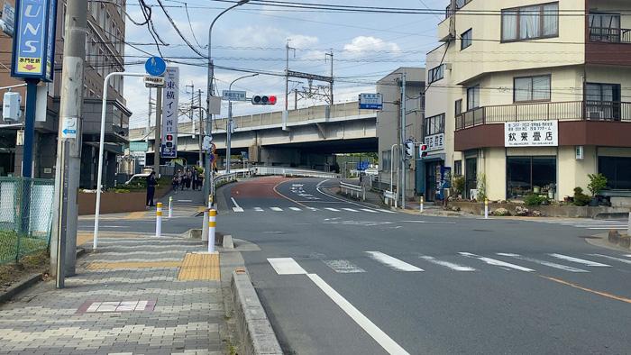 東横インのある交差点を右折します。